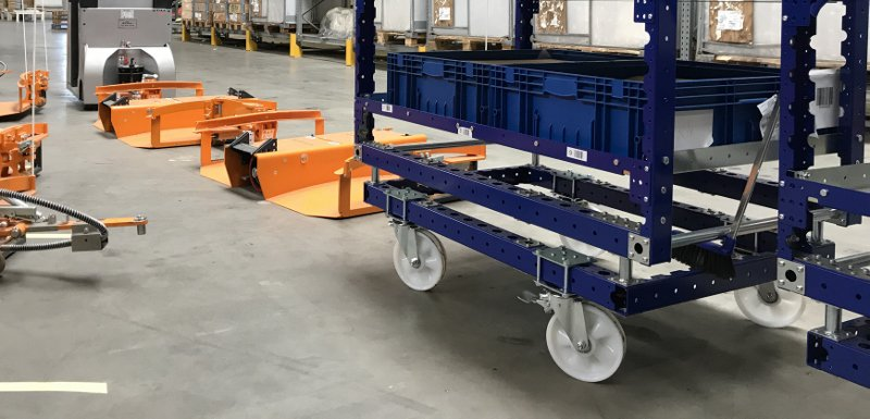 FlexQube shelf carts with a liftrunner system