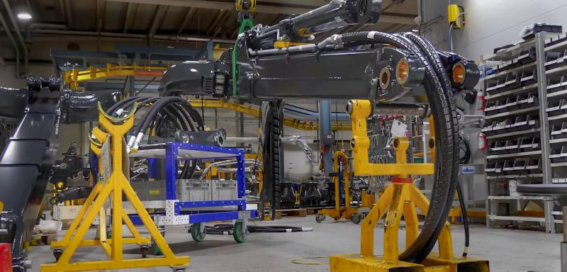 FlexQube cart within an automated manufacturing line