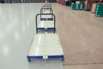 FlexQube push carts in a tugger train