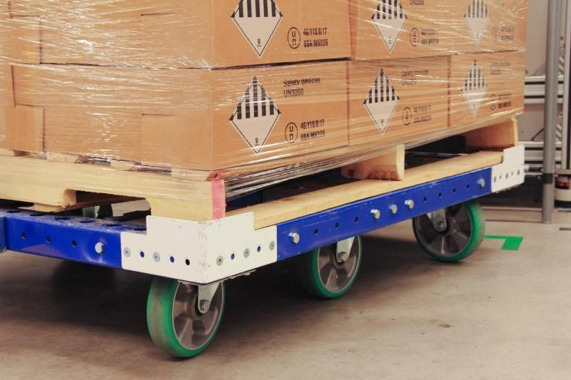 FlexQube tugger cart with pallet load