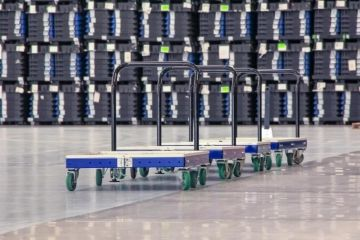 FlexQube flat deck tugger carts