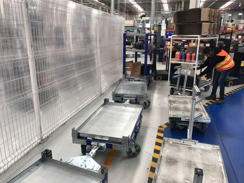 FlexQube tugger carts at a customer in Mexico