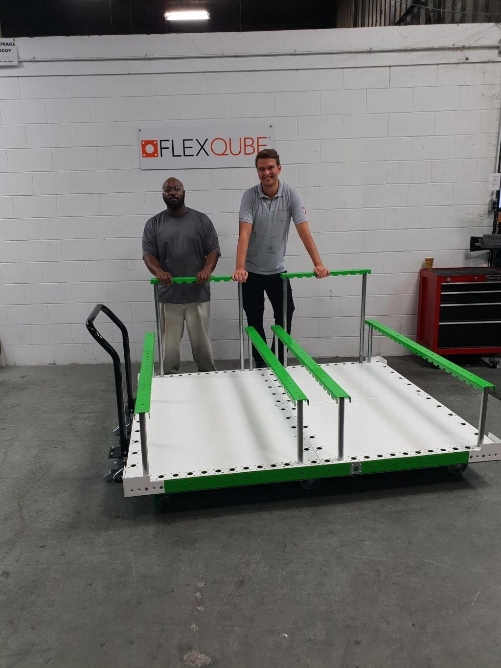 FlexQUbe purchasing manager doing assembly