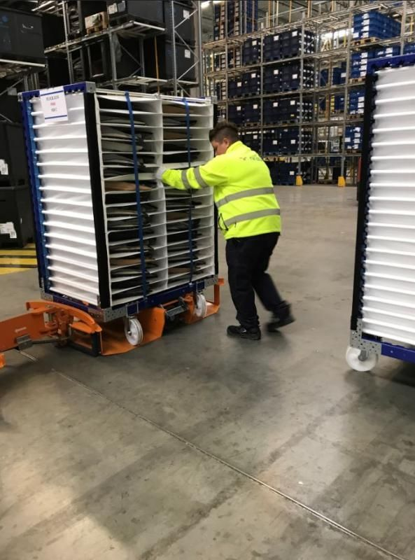 FlexQube compartment carts with Liftrunner system