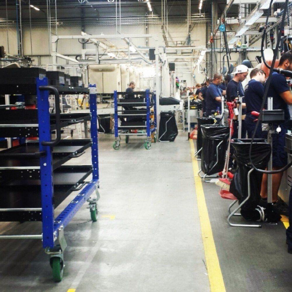 FlexQube carts in an assembly line