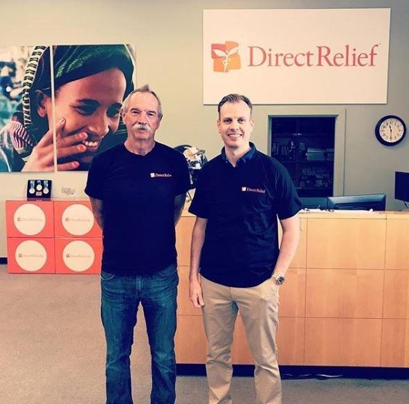 CEO de FlexQube Anders Fogelberg con el Director de ayuda directa