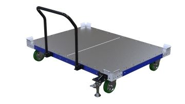 Flatbed pallet cart equipped with a handlebar, a floor friction brake and four polyurethane casters.