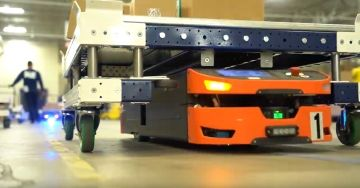 FlexQube pallet cart working with an AGV