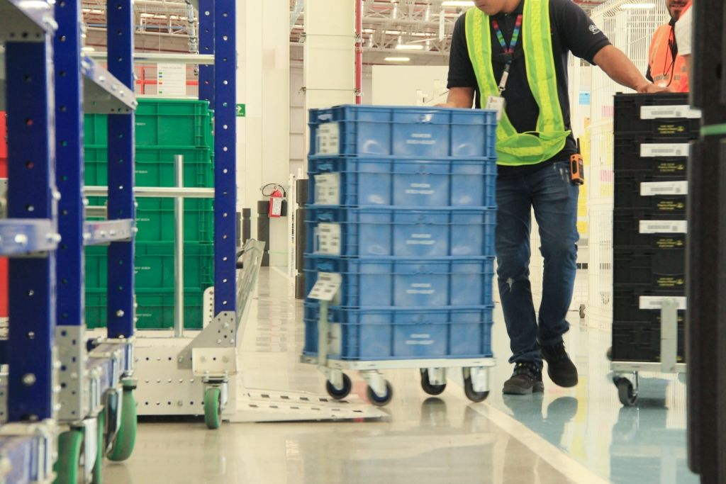4 Tips for improving part & order picking in warehouses & manufacturing facilities