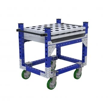 One leveled Flat shelf cart designed to transport cylindrical parts placed vertically on the shelf