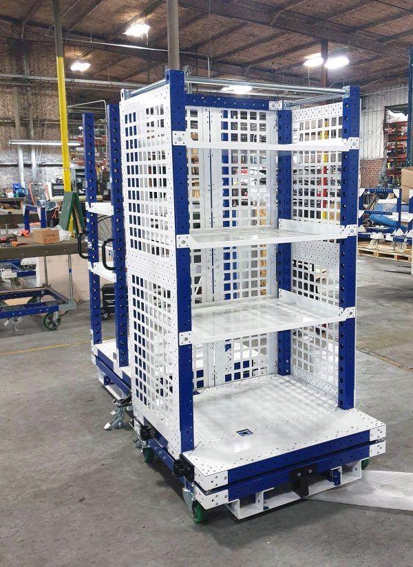 FlexQube Kommissionierwagen mit Regalebenen und Gitterwänden
