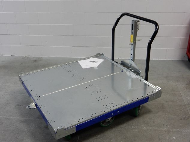 Cart with Foot Release Tow Bar 50 x 50 inch