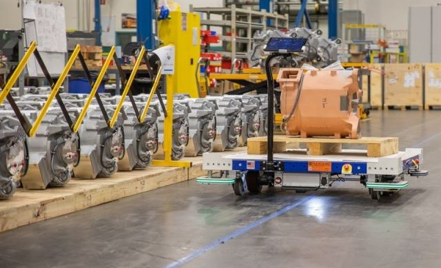 FlexQube eQart transporting goods at customer factory